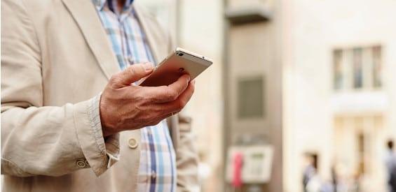 Die zunehmende Handynutzung im Alltag wird zu einem Problem für die Gesundheit