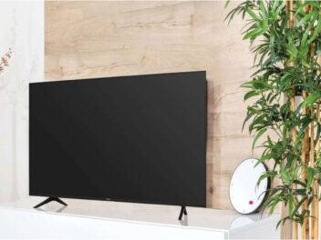 Lidl TV Hisense 43A7100F Frontansicht auf Schrank