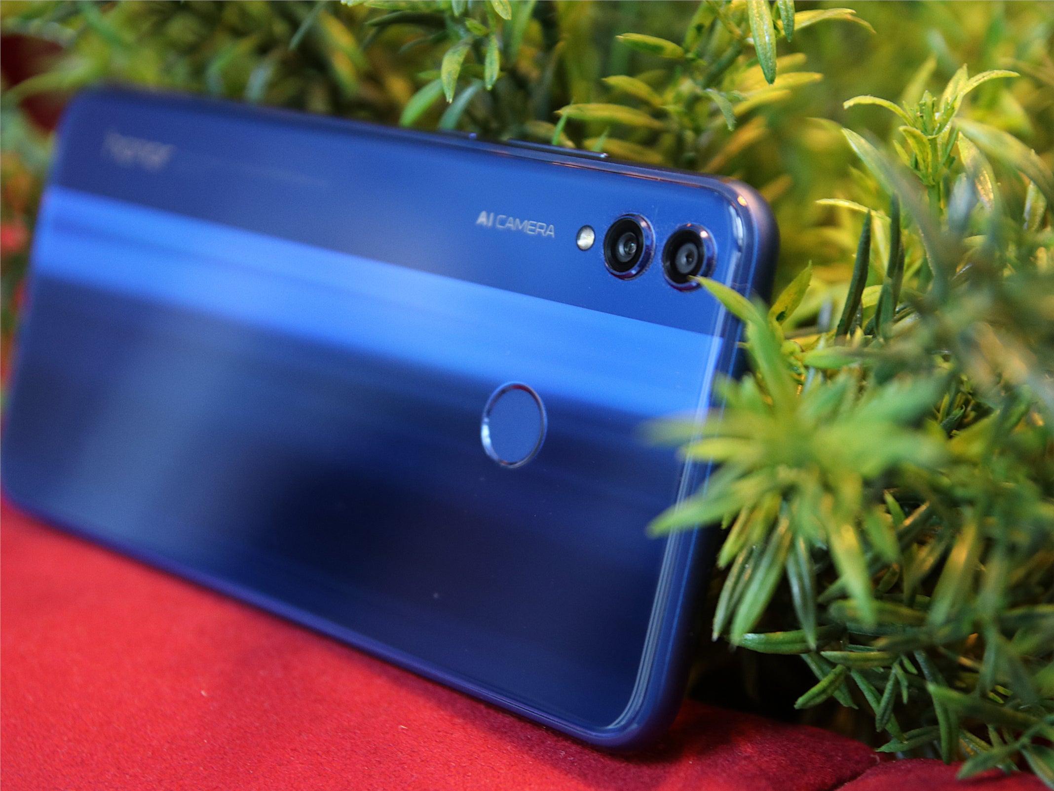 Die Kamera und die Rückseite des Honor 8X im Hands-On