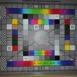 Ein Foto des Testcharts mit Blitz, aufgenommen vom Honor Play