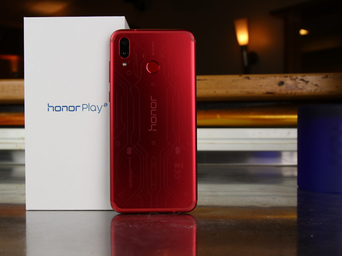 Das Honor Play mit Karton