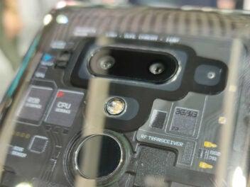 Die durchsichtige Rückseite des HTC Exodus