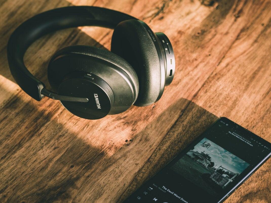 Die aktive Geräuschunterdrückung von Huawei FreeBuds Studio filtert fast alle störenden Geräusche heraus