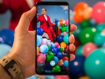 Das Hauwei Mate 20 Pro in der Hand mit geöffneter Kamera-App