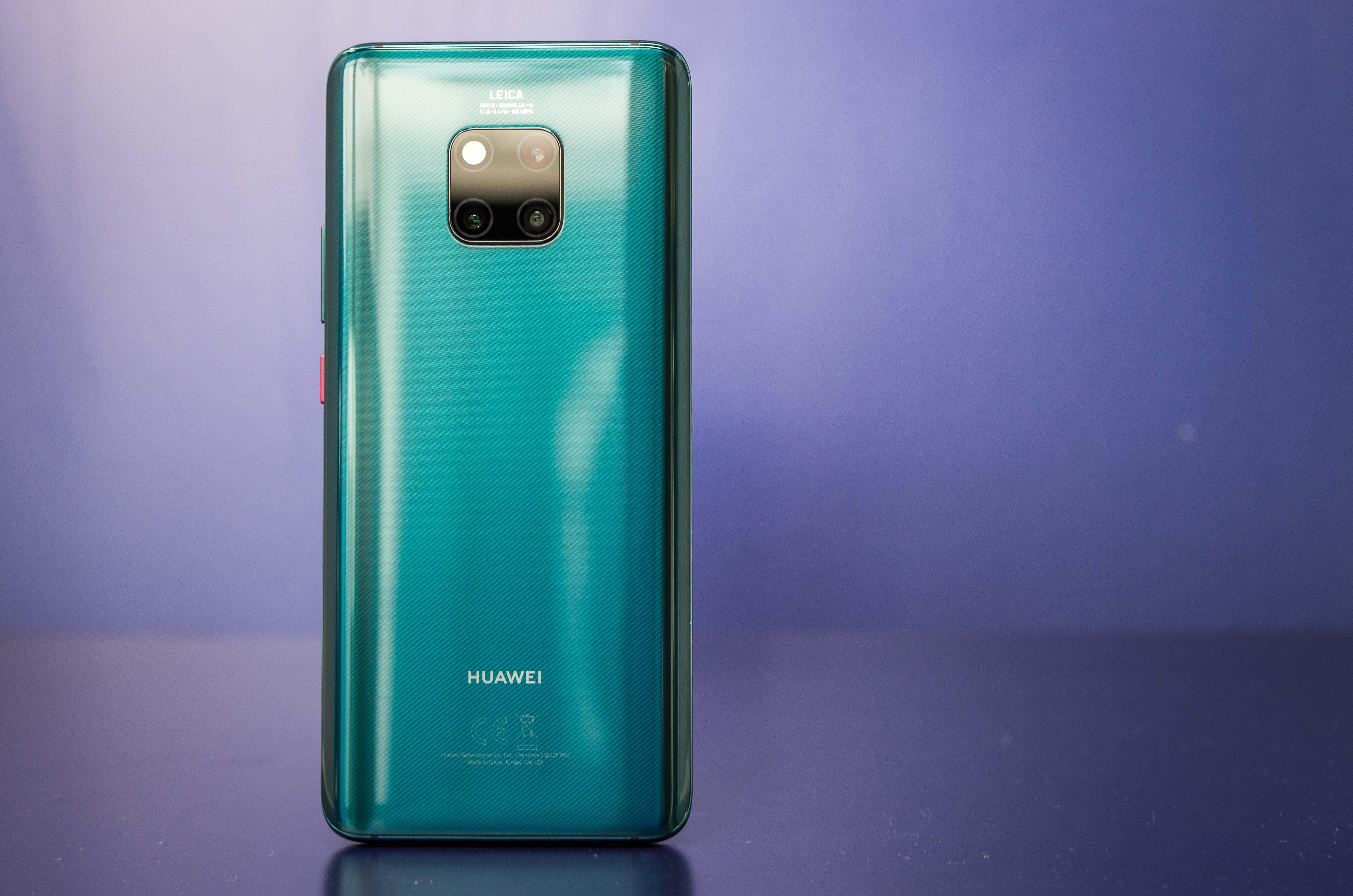 Huawei Mate 20 Pro in der Farbe Grün von hinten