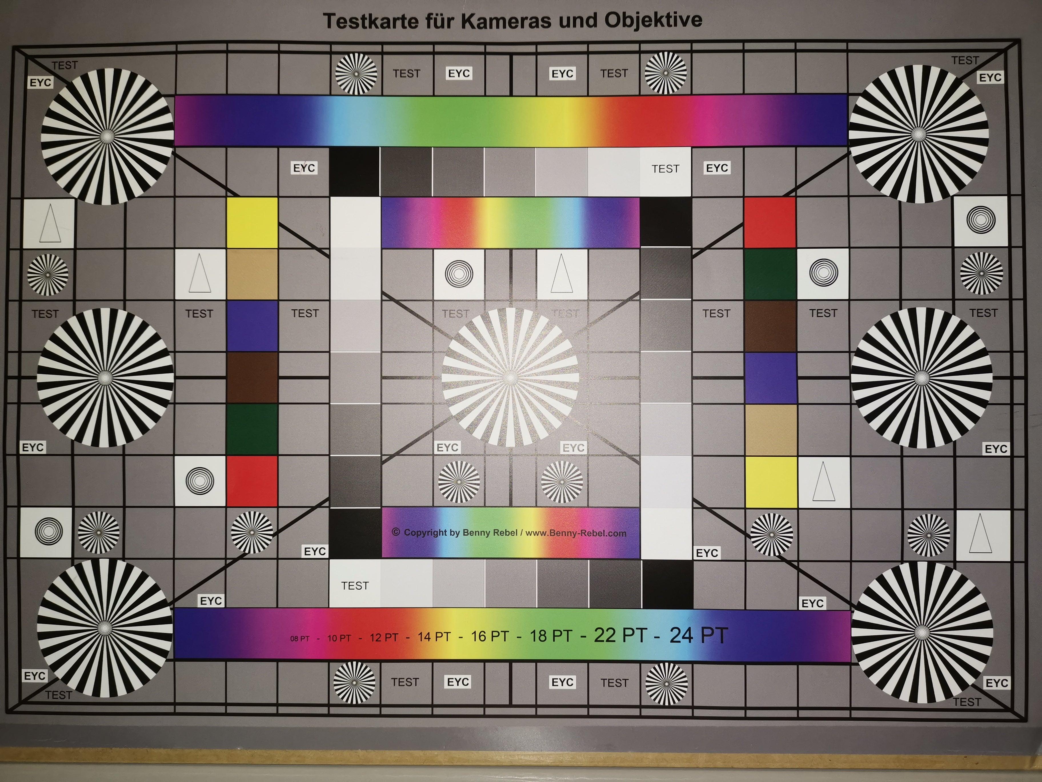 Test-Chart mit Blitz, aufgenommen mit dem Huawei Mate 20 X