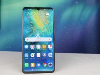 Die Front des Huawei Mate 20 X mit aktiviertem Bildschirm