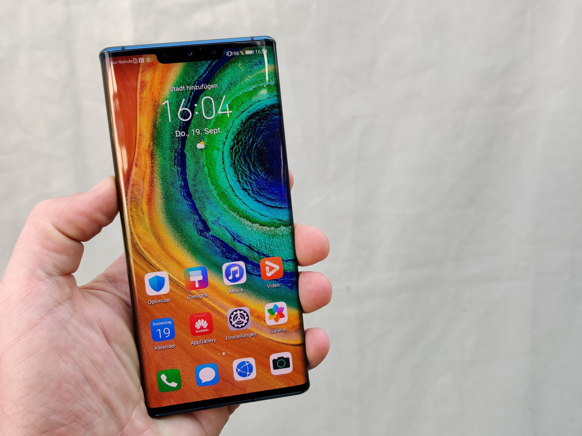 Huawei Mate 30 Pro in der Hand
