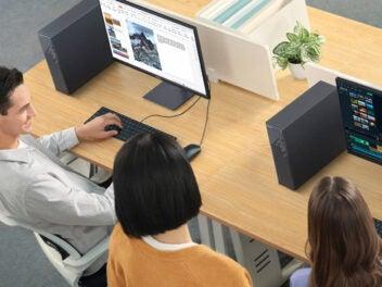 Huawei MateStation S auf Schreibtisch