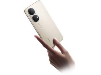 Huawei P50 in der Hand einer Frau