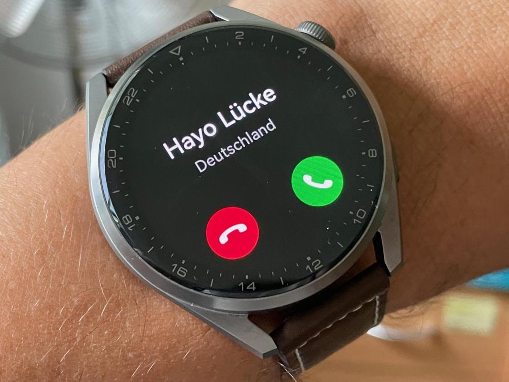 Signalisierter Anruf auf der Huawei Watch 3 Pro.