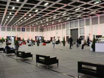(Zu) viele Sitzmöglichkeiten in den Ausstellungshallen
