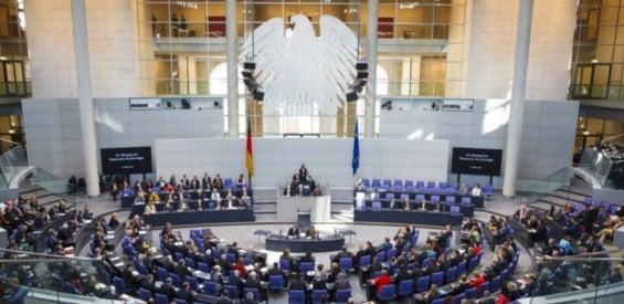 Im Plenum des Bundestags wird über die Änderung des Telemediengesetzes entschieden