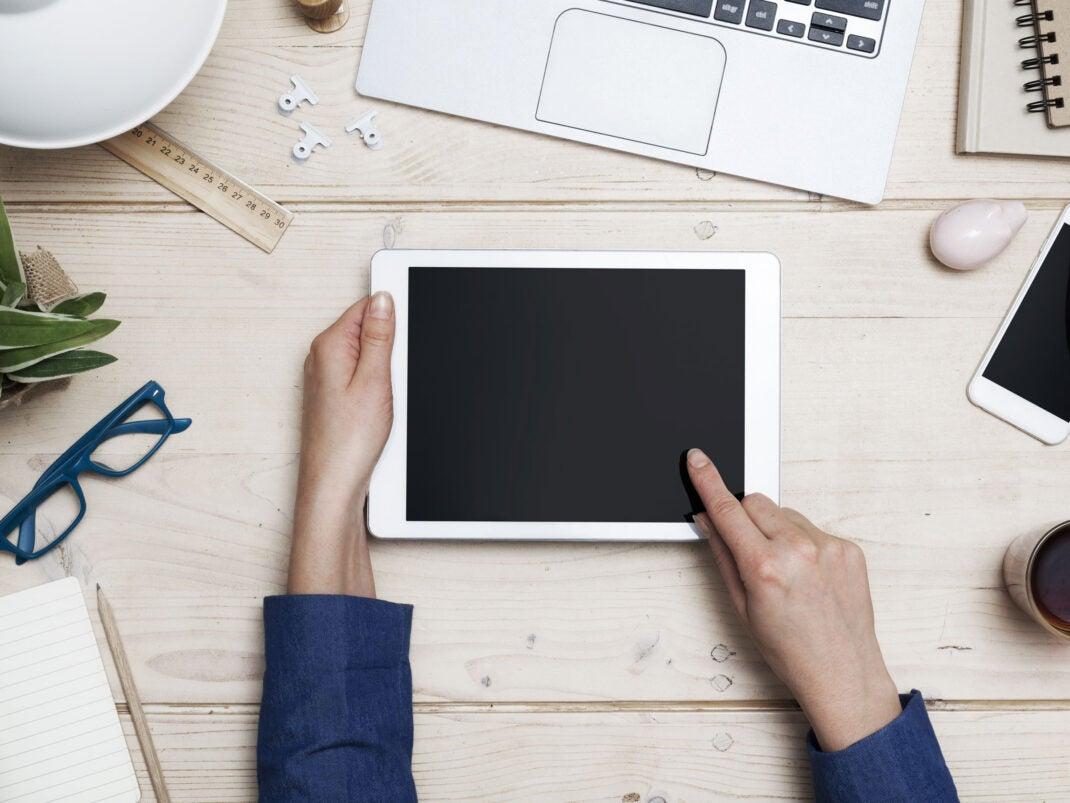 iPad Tablet auf einem Schreibtisch