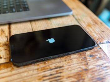 iPhone 12 Pro Max mit iOS-Update