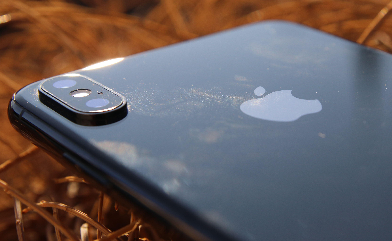 Apple iPhone XS Max mit Fingerabdrücken auf der Rückseite