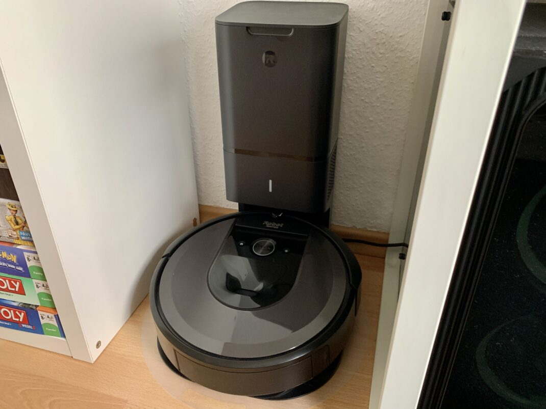 Die Absaug- und Ladestation des Roomba i7+