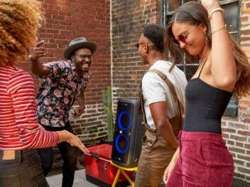 JBL Partybox 200, Lautsprecher, Menschen