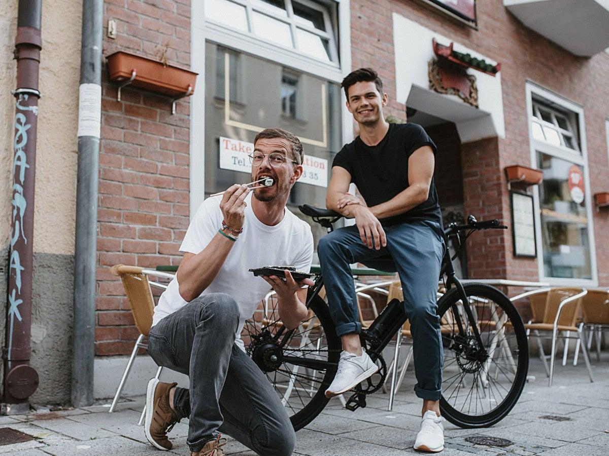 Joko Winterscheidt und Andreas Weinzierl mit der E-Bike-Firma Sushi