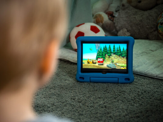Kinder-Tablet im Test: Serien gucken auf dem Amazon Fire HD 8 Kids Edition