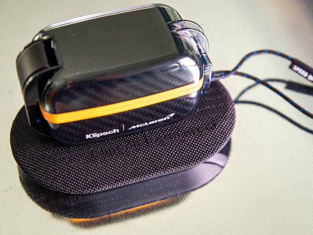 Una de las diferencias entre la versión de McLaren: en comparación con la versión estándar, se puede cargar de forma inalámbrica