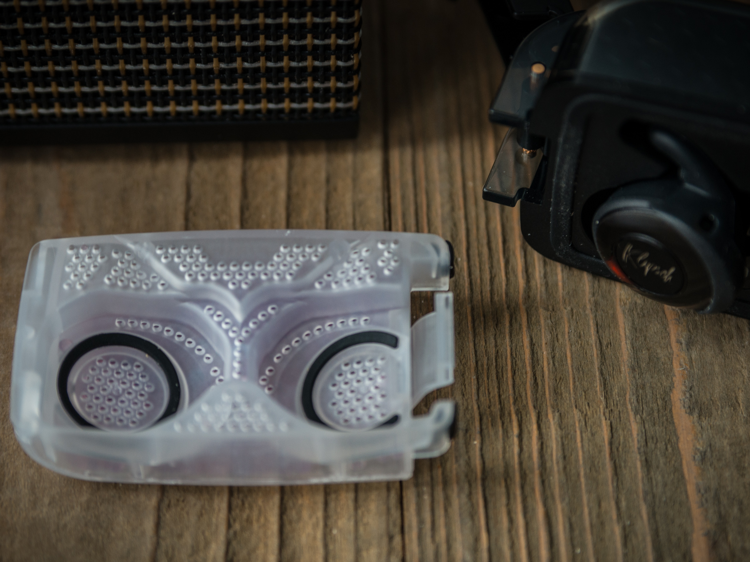 Clip D5 II True Wireless Sport features a unit with moisture absorbing crystals