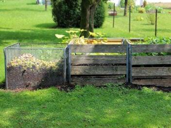 Verschiedene Komposthaufen