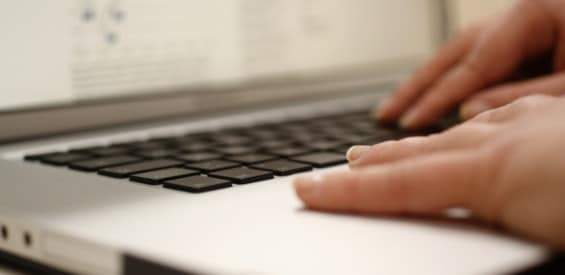 Laptop Arbeit Internet Tastatur News Schreiben