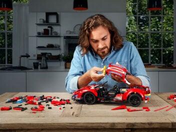 Lego Technic Ferrari 488 GTE Bausatz 42125 beim Aufbau