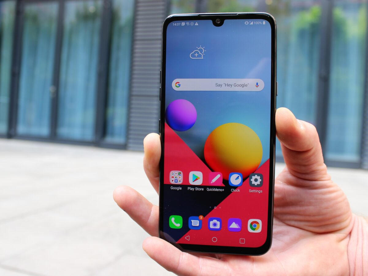 LG G8X ThinQ in der Hand