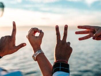 Love mit Händen geformt