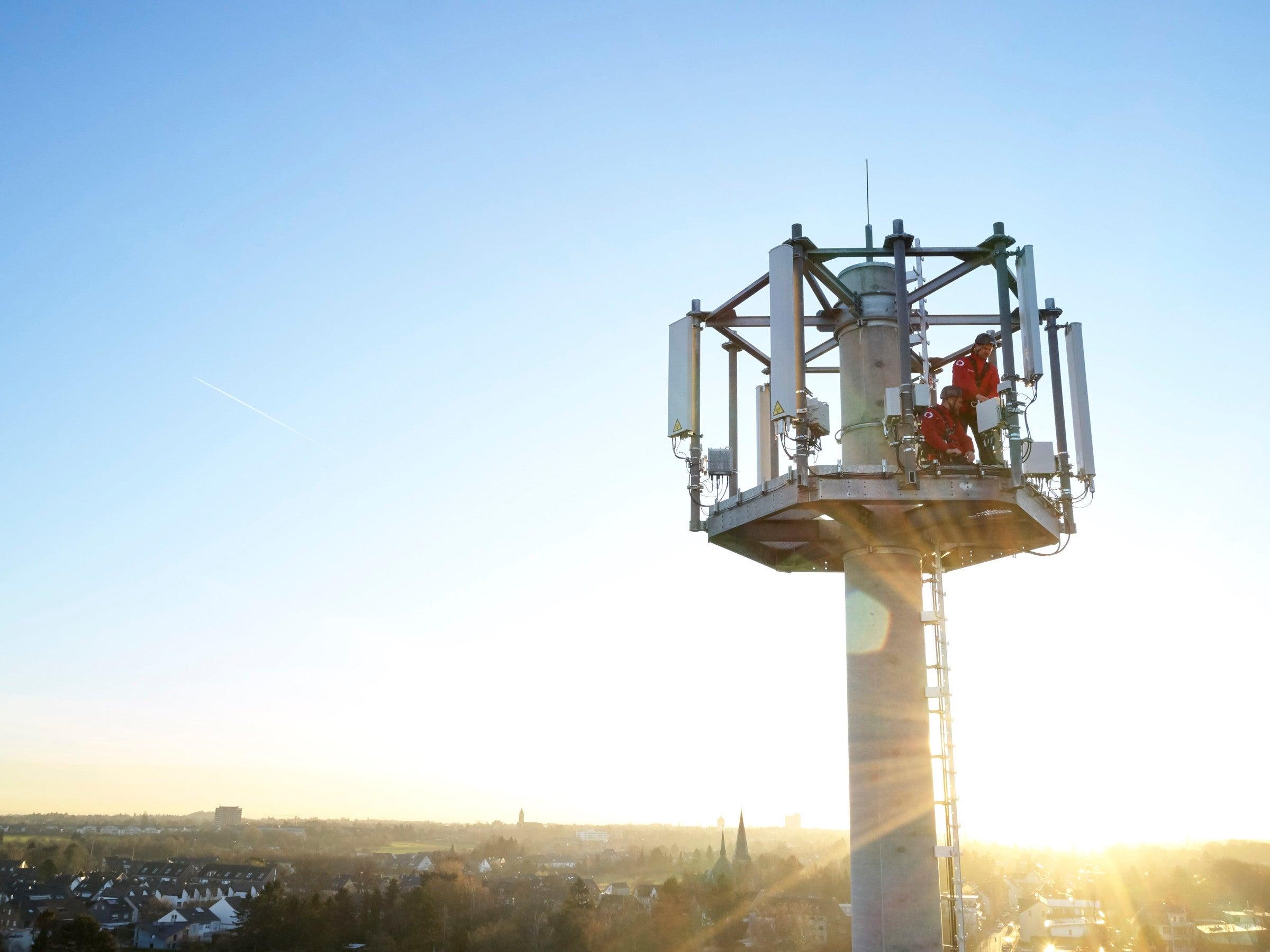 Vodafone Basisstation im Sonnenlicht