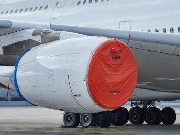 Lufthansa A380 Grounding mit abgedecktem Triebwerk
