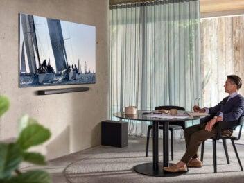 Samsung QLED 8K Fernseher an der Wand