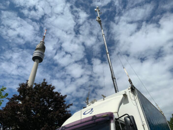 Ausgefahrene Antenne an einer Mobile Base Station