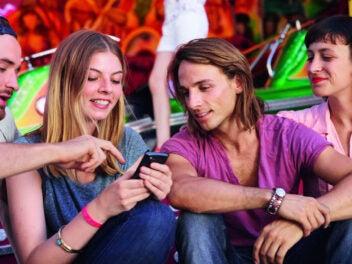 Menschen mit Smartphone