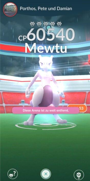Mewtu befindet sich in einem Raid