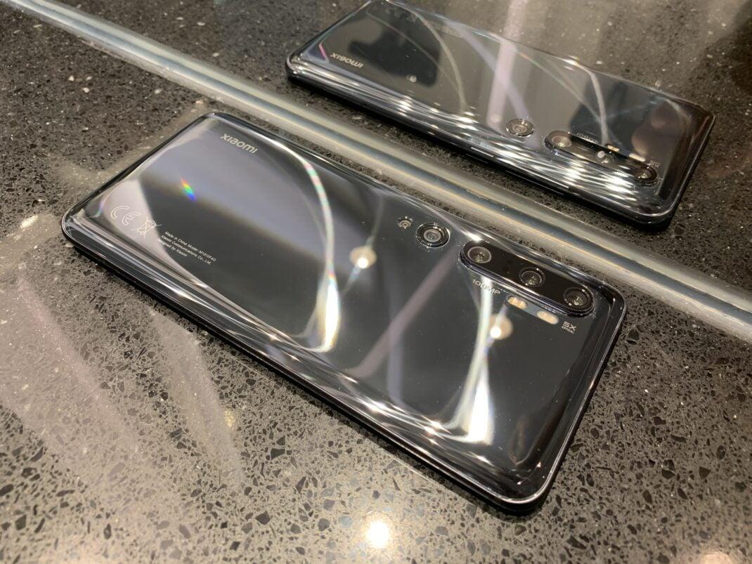 Das Mi Note 10 ist hochwertig verarbeitet und spiegelt stark