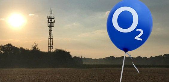 Funkmast mit einem O2-Ballon (Symbolbild)