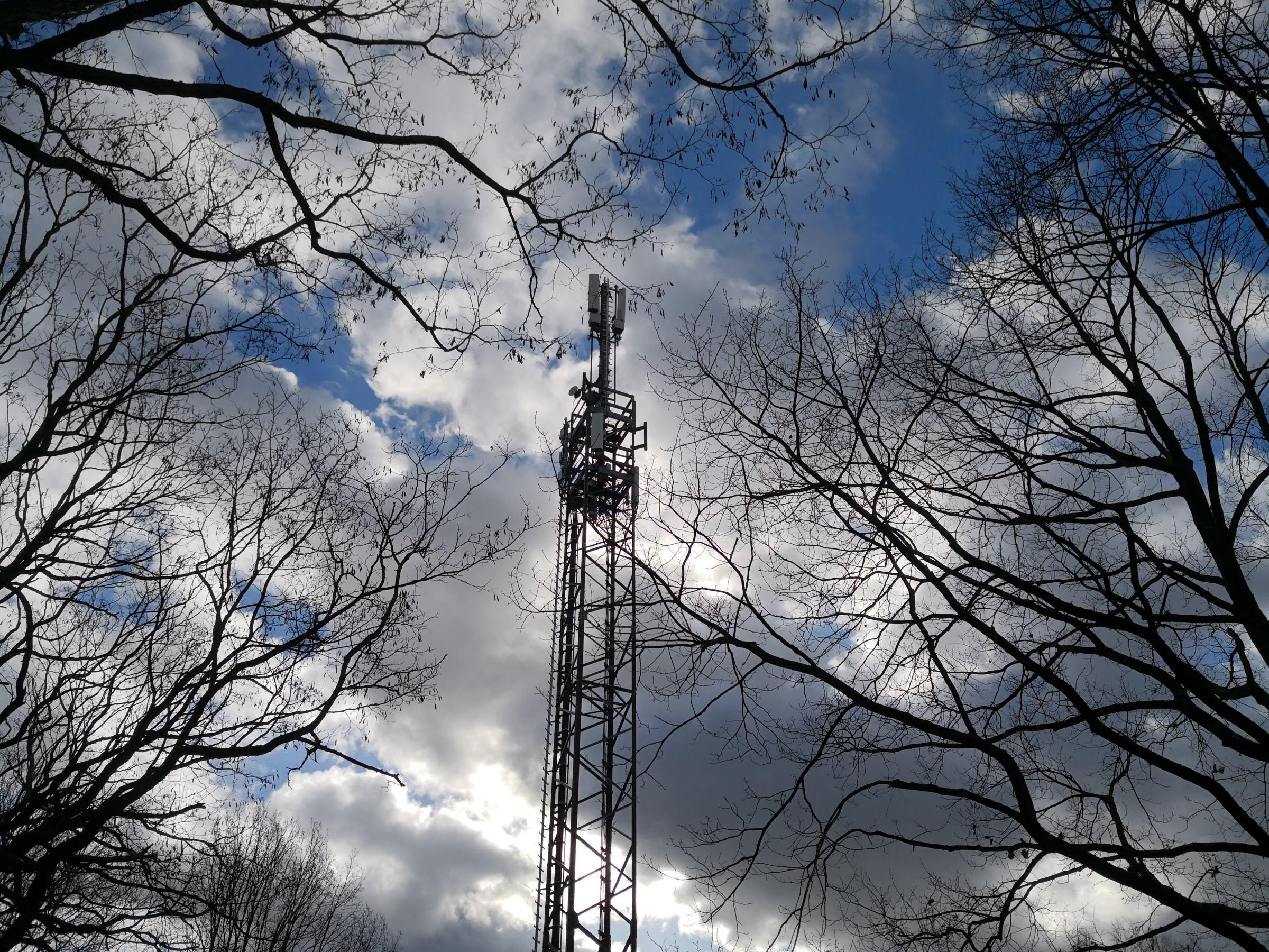 Ein Mobilfunksender im ländlichen Raum