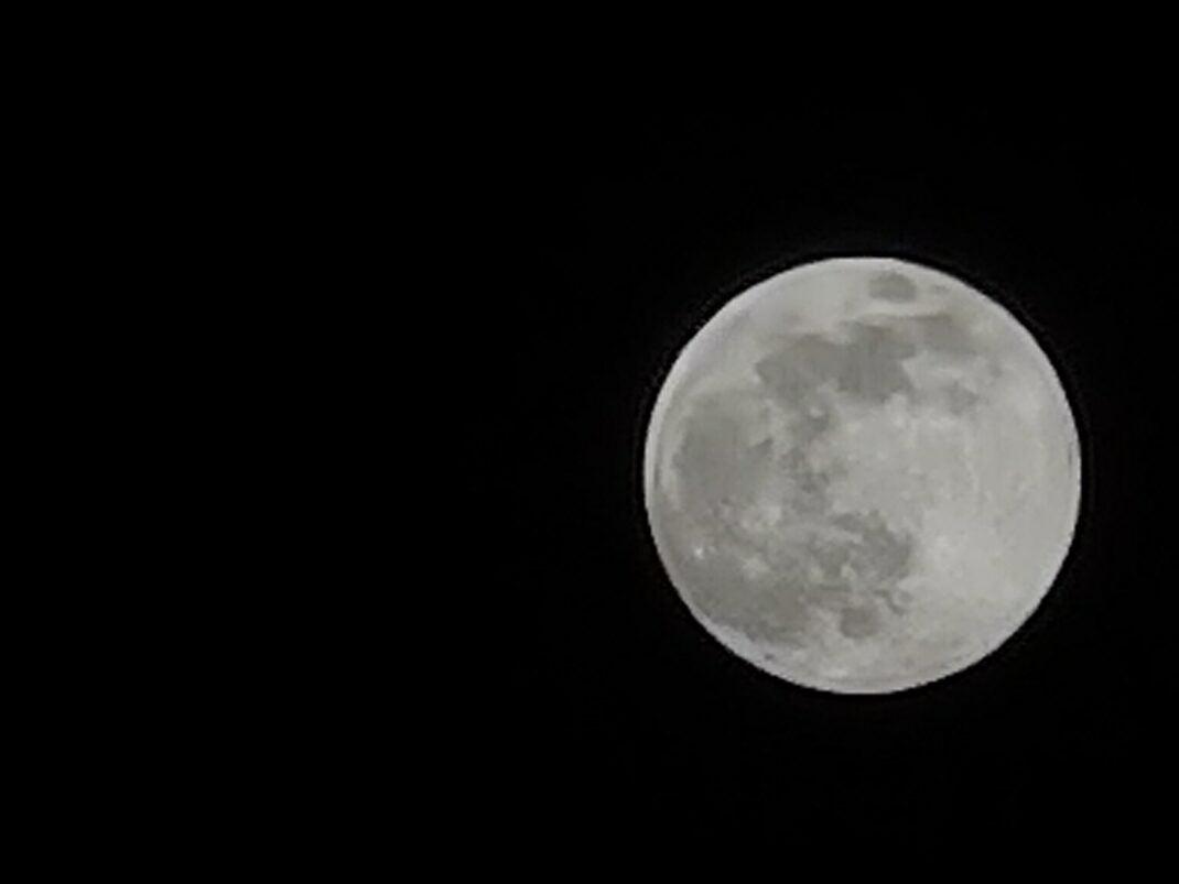 Mond, aufgenommen mit dem Huawei P40 Pro
