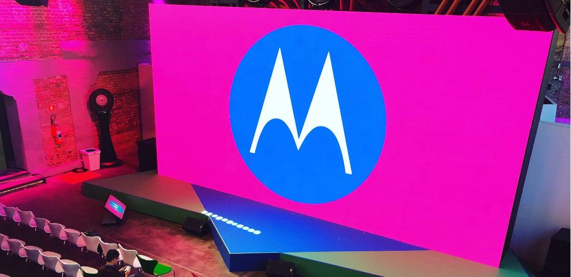 Motorola Logo auf Präsentationsbühne in Sao Paulo