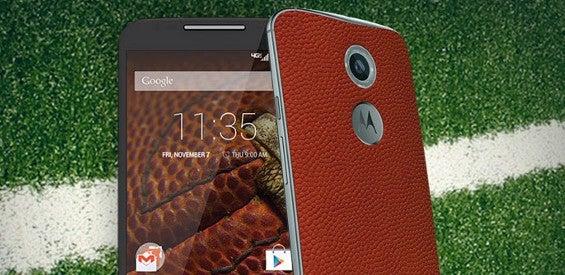 Motorola Moto X mit Rückseite aus Football-Leder