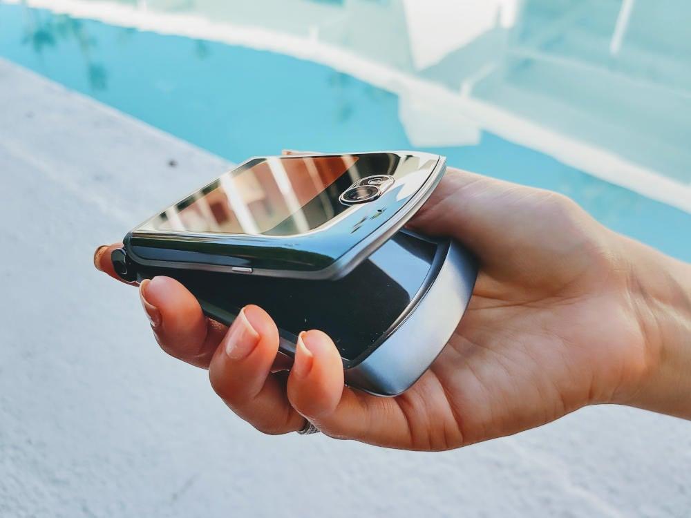 Motorola Razr 5G in Hand