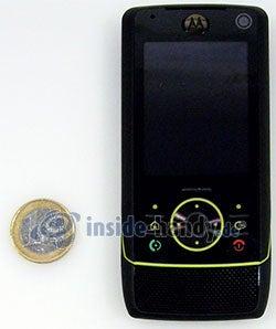 Motorola Rizr Z8: Größenverhältnis