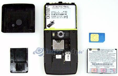Motorola Rizr Z8: offenes Gerät hinten