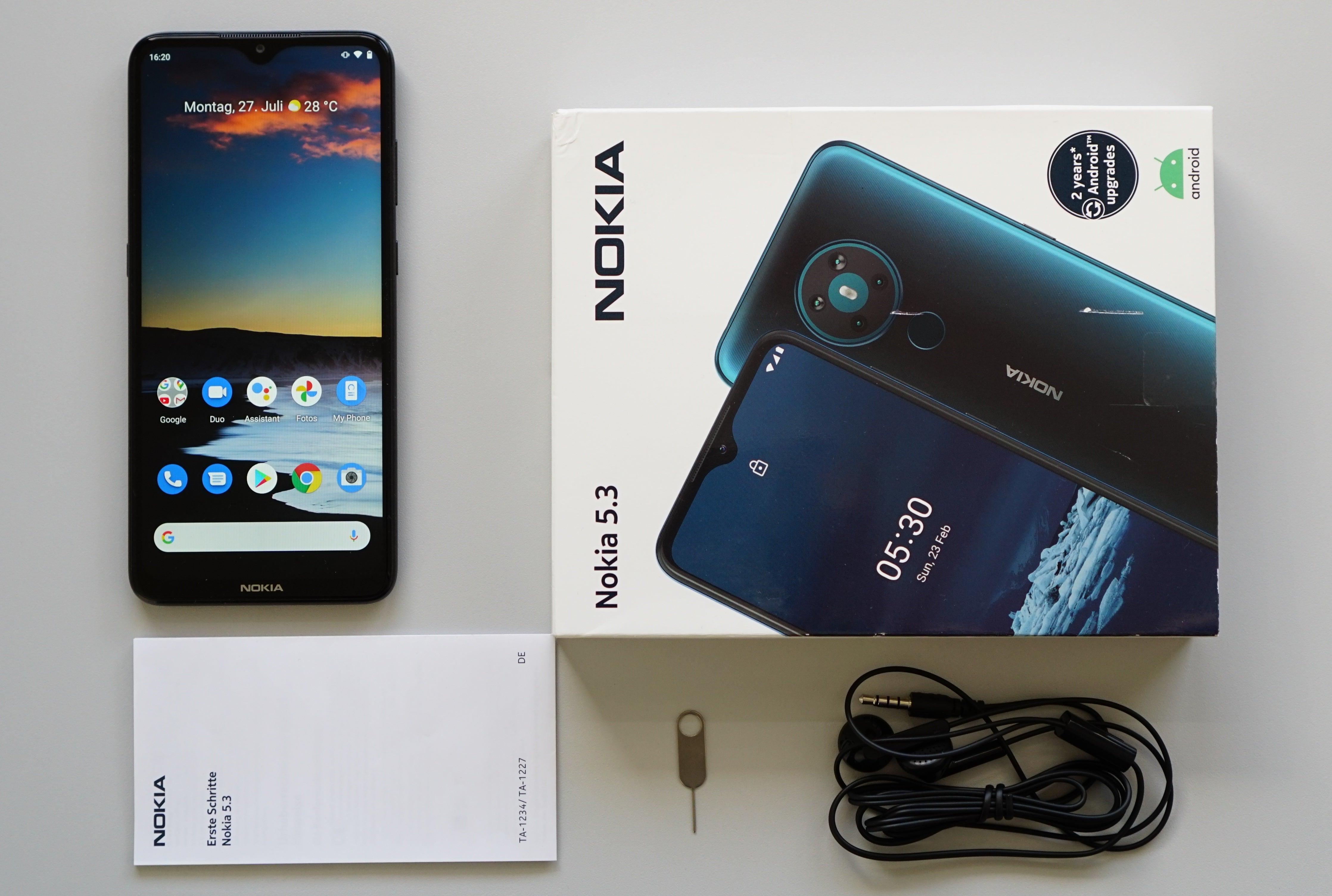 Nokia 5.3 samt seiner Verpackung