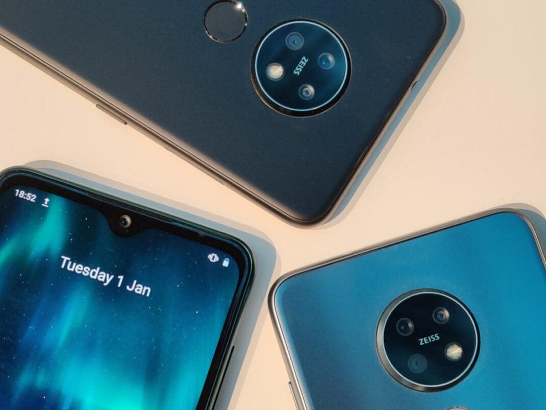 Nokia 7.2: Heck und Front auf weißem Hintergrund
