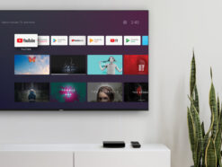 Die Nokia Streaming Box 8000 an einem Nokia Smart-TV