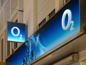 O2-Logo an einer Ladenfront